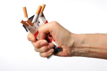 Como librarse de la amarillez sobre el dedo del fumar